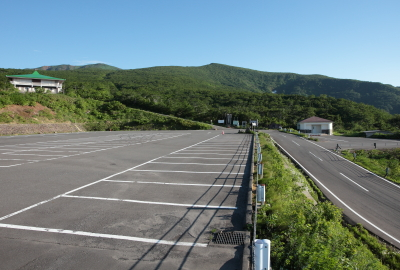 There are 3 parking lots at Iwakagami-daira