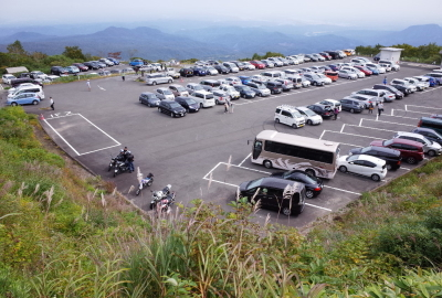 The parking lots may be full in the early morning during peak season