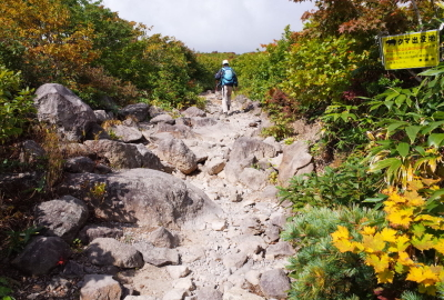 The Chuo trail is easy to hike. There are some big rocks on your left