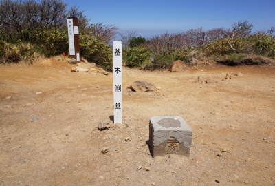 A stone triangulation marker