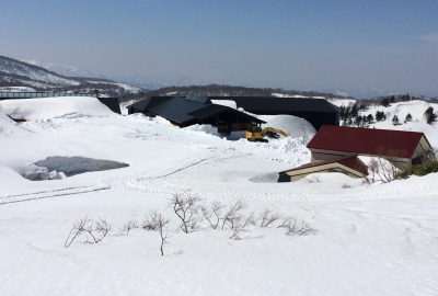 栗駒山荘除雪作業開始