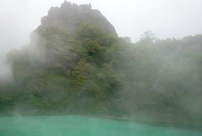 霧に包まれる須川温泉